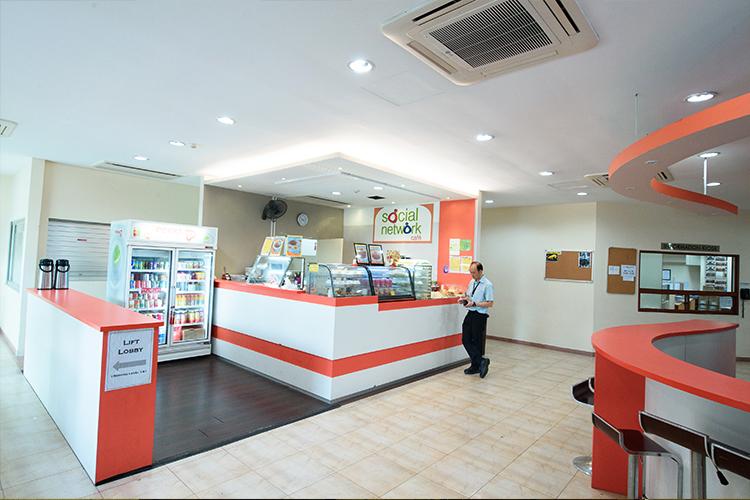 Indoor_-Social-Network-Cafe