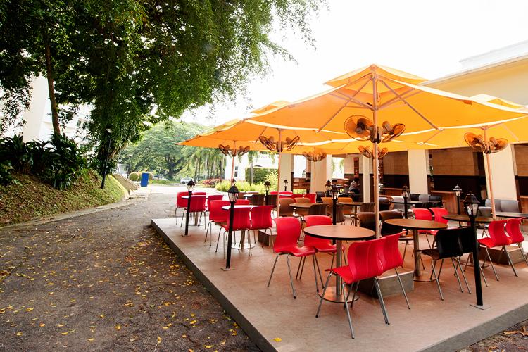 Outdoor-Cafeteria