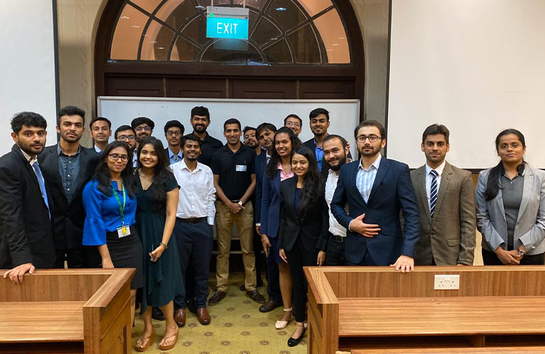 SP Jain GMBA alumnus, Mrinal Jain (centre in black T-shirt), Senior Manager (Lithium-Ion Batteries & Optical Drives), Worldwide Procurement with our GMBA students during the Alumni Mixer