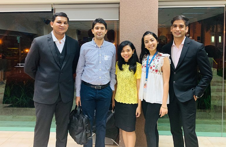 SP Jain GMBA alumnus Ankit Malhotra, Project Leader, Consumer Products Division, L'Oreal with the GMBA cohort